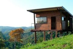 cabana-arquitetos-casa-em-guararema-exterior2-via-smallhousebliss